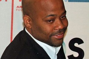 374px-Damon_Dash_by_David_Shankbone