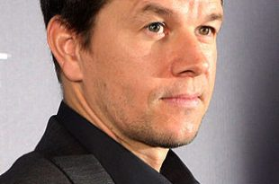 315px-Mark_Wahlberg_at_the_Contraband_movie_premiere_in_Sydney_February_2012