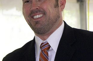 352px-Marcus_luttrell_2007