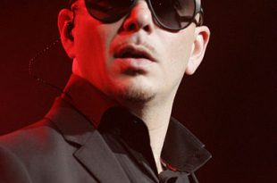 378px-Pitbull_the_rapper_in_Sydney,_Australia_(2012)
